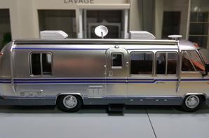 camping-cars l'airstream excella 280 turbo modèle ixo au 1/43.(édition hachette numéro 3 passion camping-cars).