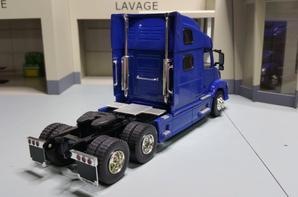 tracteur volvo vn 780 modèle eligor au 1/43.