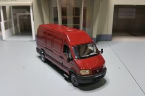 renault mascott fourgon 14 m3 modèle norev au 1/43.