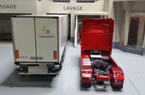 tracteur scania streamline topline avec semi-remorque frigo schimitz-cargobull des trs lauratrans modèle eligor au 1/43.