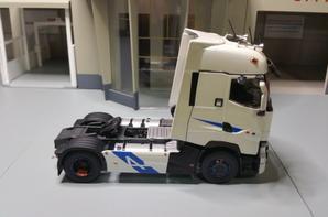 tracteur renault t 520ch team alpine modéle eligor au 1/43.
