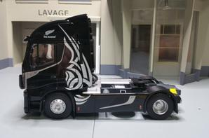 tracteur iveco stralis 570xp all-blacks modéle eligor au 1/43.
