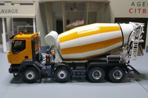 renault kerax 8x4 malaxeur toupie béton modèle norev au 1/43.