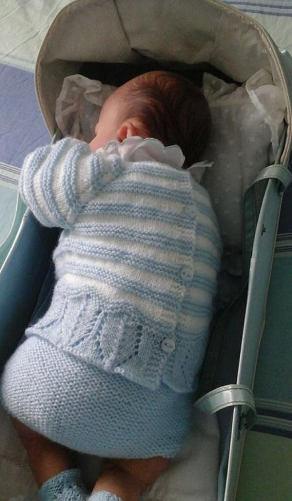 Jules en layette bleue