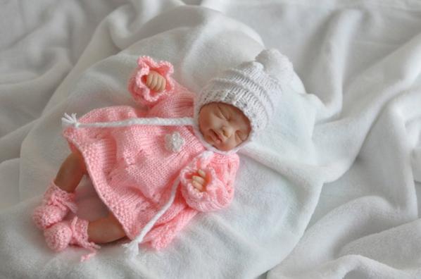 pour un petit bébé reborné par Yolande,