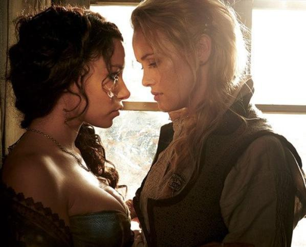 Max et Eleanor dans Black Sails