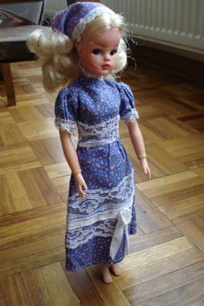 Sindy a une jolie tenue grâce à Isa...