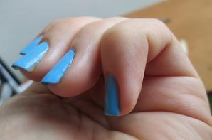 Bleu D'donna N°47, avec Gouttes