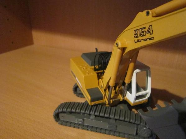 Excavatrice R  954 B Litronic