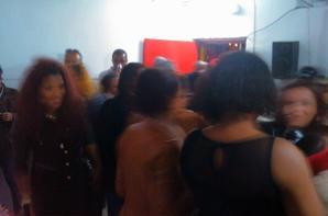 CASA CHEIA NA FESTA DE ANIVERSARIO ORGANIZADA PELA ANABELA.