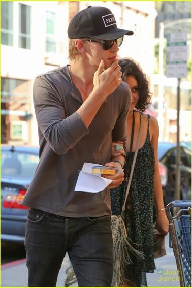 Vaustin faisant du Shopping à Beverly Hills le 24/09/2012