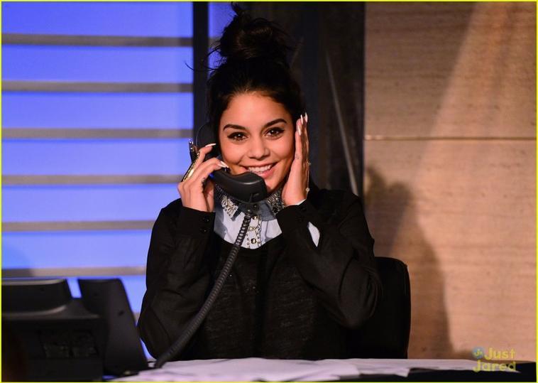 Vanessa toujours à NY ,elle fait preuve de charité dans cette soirée pour les victimes de l'ouragan Sandy le 9/11/2012