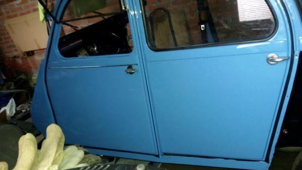 Bleuette a ses 4 portes