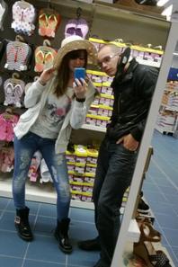 voilas se qu'on fait NOUS  dans les magasins ;p <3