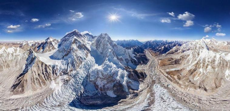 L'Éverest, le toit de notre planète 8848 m....