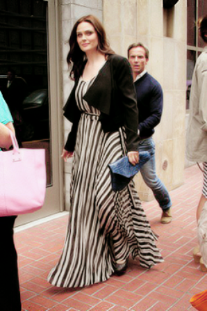 "• •  Emily allant au "" Hard Rock Cafe"" au Comic Con à San Diego     • •"