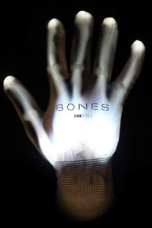 • • Poster Bones Comic Con • •