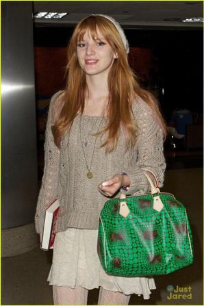 - Bella à l'aéroport de LAX ou elle sais envoler pour Boston .