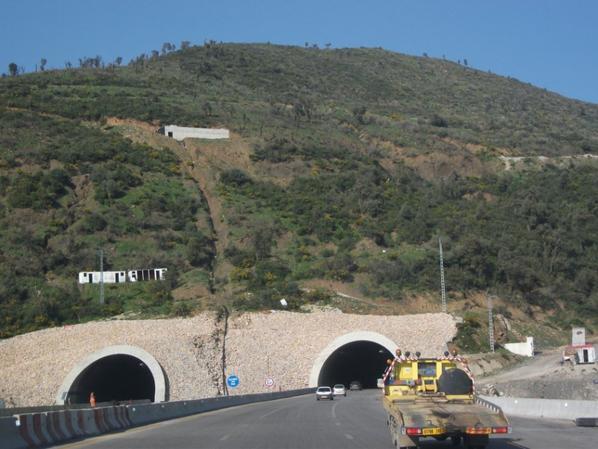 On s'approche de + en + du tunel de bouzegza