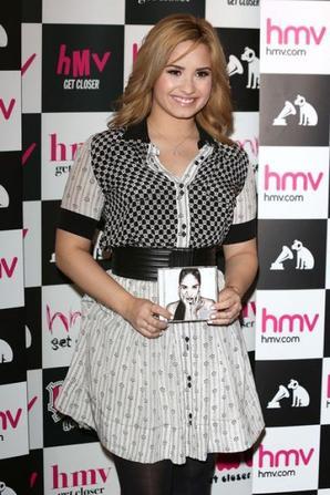 "Demi Lovato: a londre pour la promo de ""Demi"""