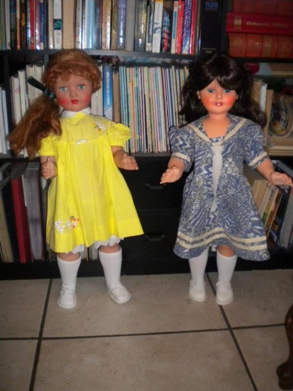 en jaune jolie capi 1950 et jolie Bella  en bleue de 1960 Helena