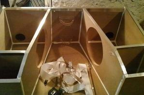 apres fabrication, operation joints colle pour etancher le caisson