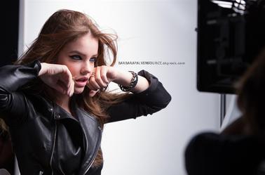 Nouveau shooting de Barbara pour le nouveau eye-liner Black Buster pour L'Oréal Paris