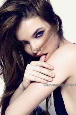 Barbara pour le magazine Cosmopolitain Hongrie Août 2013