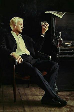 """""""Et si finalement, Draco Malfoy était mon âme soeur ? Et si finalement, c'était mon pire ennemi, l'homme de ma vie ?"""" #HG. {Les Dramione font vivre.}"""