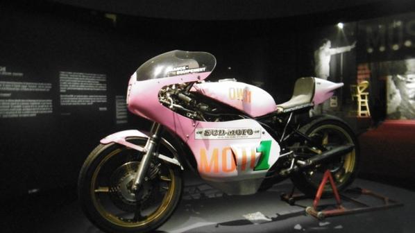 La moto de Record de #Coluche à la #MairiedeParis