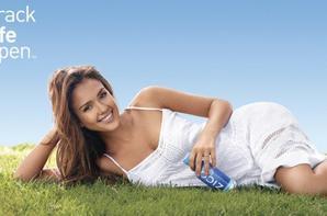 Jessica Alba pose pour la campagne Zico