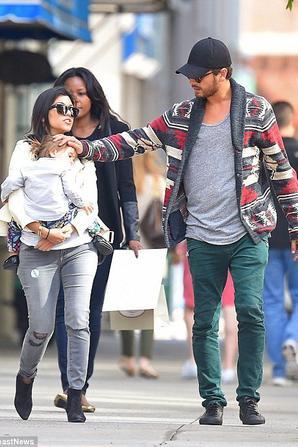Kourtney Kardashian sort avec sa petite famille