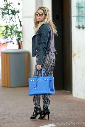 21.05 - Ashley Tisdale dans Los Angeles