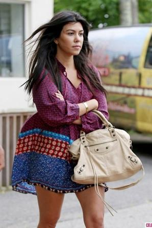 04.06 - Kourtney Kardashian dans les Hamptons