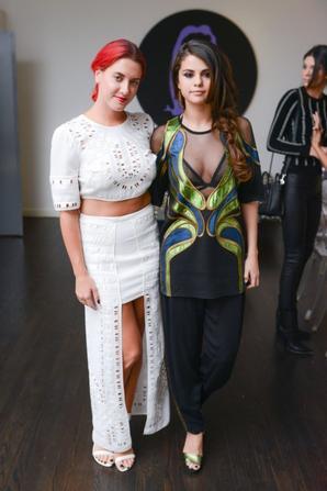10.06 - Selena Gomez se rend à une conférence de livres