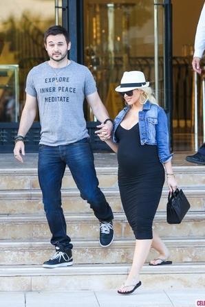 07.06 - Christina Aguilera & son fiancé font du shopping