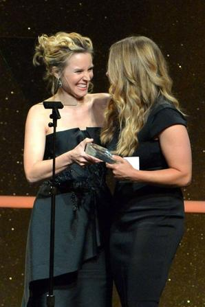 11.06 - Kristen Bell aux Women In Film 2014 Crystal And Lucy Awards