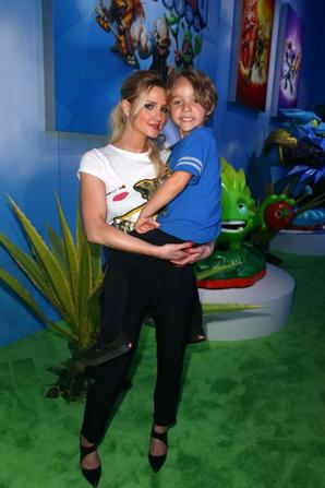11.06 - Ashlee Simpson @ Skylanders Trap Team Activision booth during E3