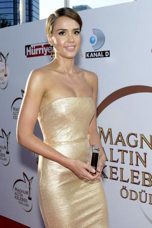 21.06 - Jessica Alba @ Magnum Golden Butterfly Awards