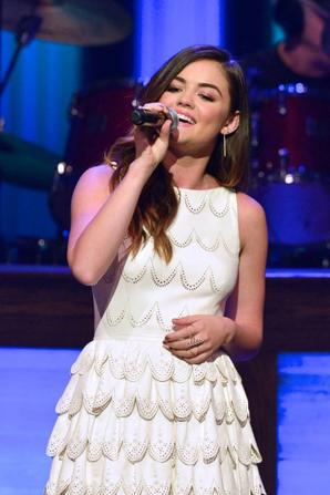 21.06 - Lucy Hale performe @ Live at The Grand Ole Opry