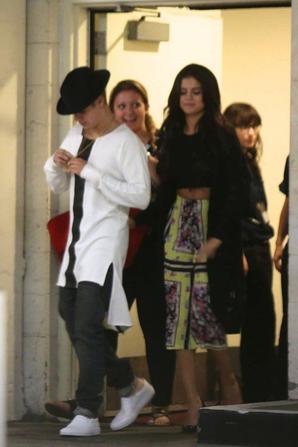 21.06 - Justin Bieber & Selena Gomez quittent un cinéma