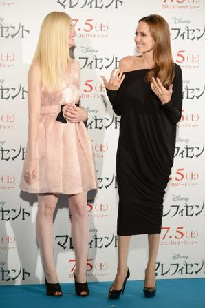 23.06 - Angelina Jolie & Elle Fanning @ Maleficient Press Conference, Tokyo