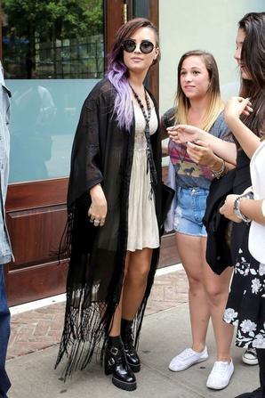 25.06 - Demi Lovato quitte les studios Z100