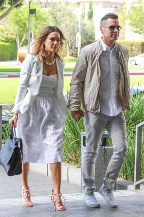 28.06 - Jessica Alba se rend à un mariage