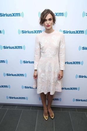 28.06 - Keira Knightley dans les studios de la radio Sirius XM, NYC