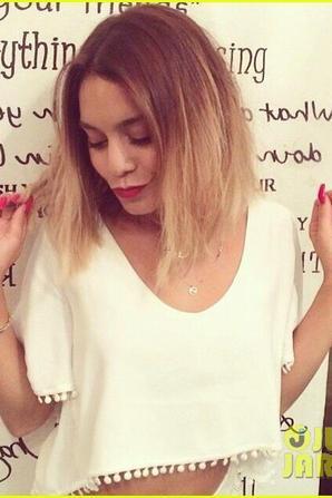 08.07 - Vanessa Hudgens se rend dans un salon de coiffure