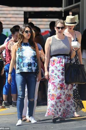 13.07 - Mila Kunis & sa mère font un brunch, Los Angeles