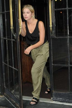 15.07 - Ashley Benson dans NYC