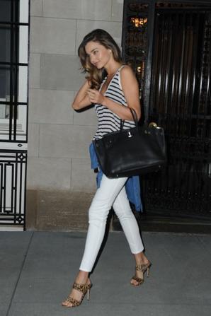 20.07 - Miranda Kerr quitte l'hotel Mandarin Oriental