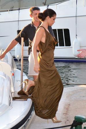 23.07 - Selena Gomez @ Leonardo DiCaprio's Charity Gala, St Tropez